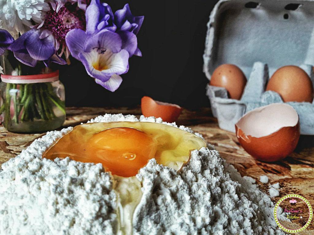 πασχαλινές συνταγές-τσουρέκια-παραδοσιακό πασχαλινό τσουρέκι-αυγό